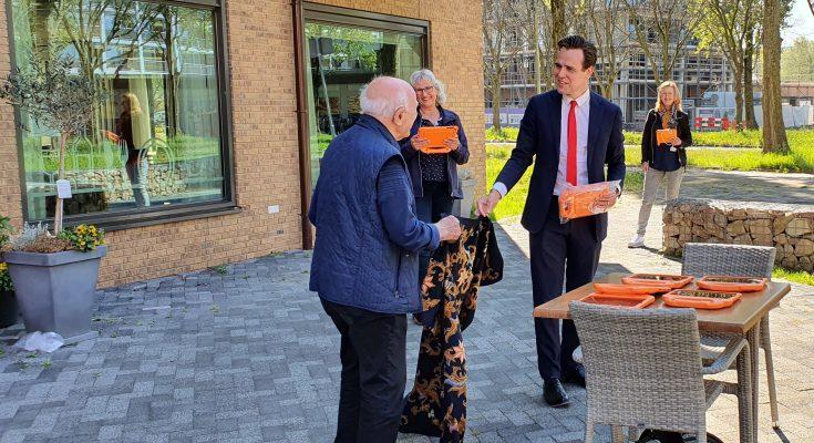Kwetsbare ouderen krijgen tablet voor dagbesteding
