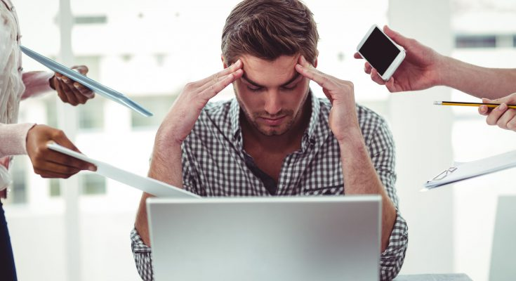 Onderzoek ambtenaren krijgen minder hulp bij stress dan managers zeggen.jpg